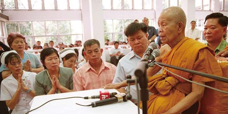国民的存在の僧侶、逝く。ルアンポー・クーン氏が死去91歳