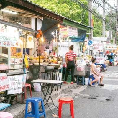 店主たちの本音〜ソイ38、屋台の移転期日は6月21日 - ワイズデジタル【タイで生活する人のための情報サイト】