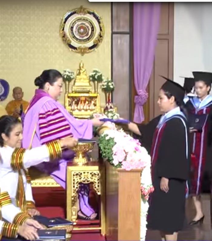 大学の卒業証書は王族から 授与されるって本当? - ワイズデジタル【タイで生活する人のための情報サイト】