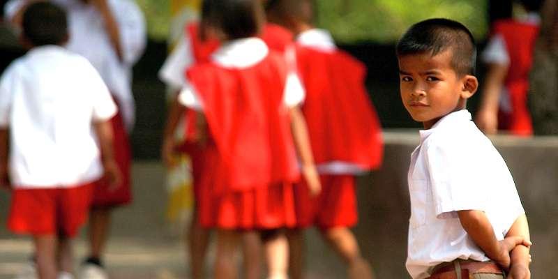 男の子は横と後ろをしっかりと刈り上げ、トップを少し伸ばした髪型が一般的。女の子はおかっぱ頭です