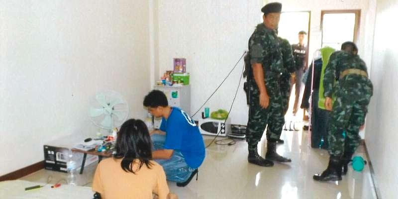 30日、警察はタイ人女性が借りていた部屋を捜査し、爆発物の材料を発見した