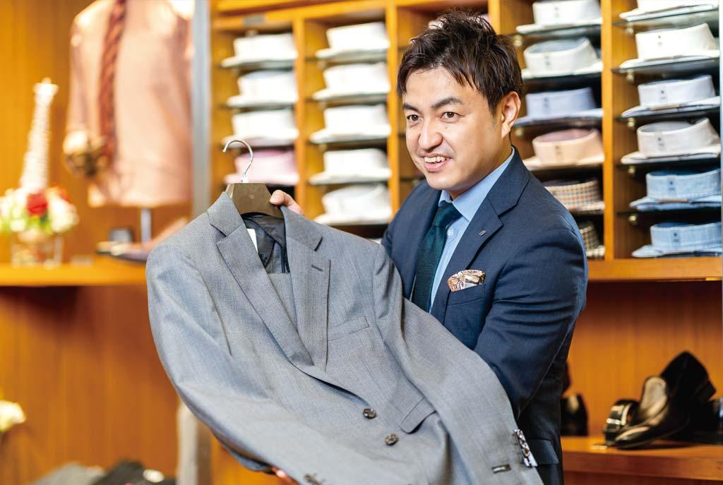 「まだ日本との行き来もままならない状況ですが、タイ在住の皆さまにジャパンクォリティのスーツをお届けしていきます」と戸叶ダイレクター