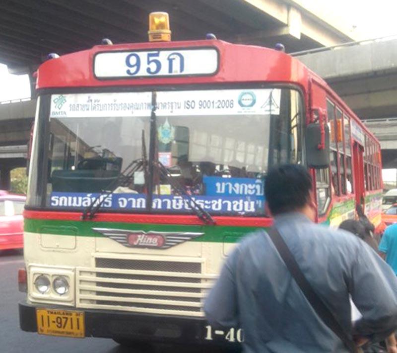 「バスの番号の横にあるタイ文字は何の意味?」