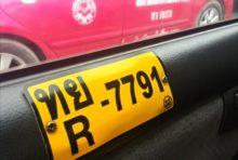 タクシーの内側になぜナンバープレートがあるの?