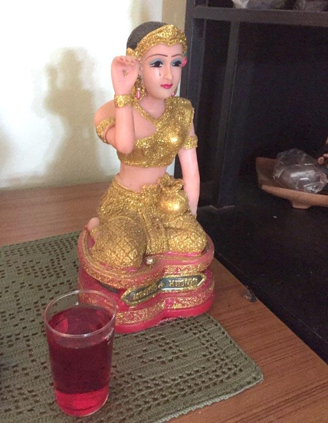 「女性像に捧げるのはなぜイチゴシロップ?」 - ワイズデジタル【タイで働く人のための情報サイト】