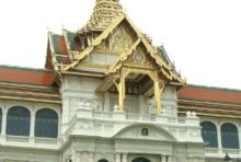 王宮はいつ建てられた?