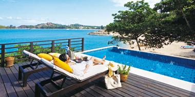 プライベートプールから素晴らしい海の眺めをどうぞ