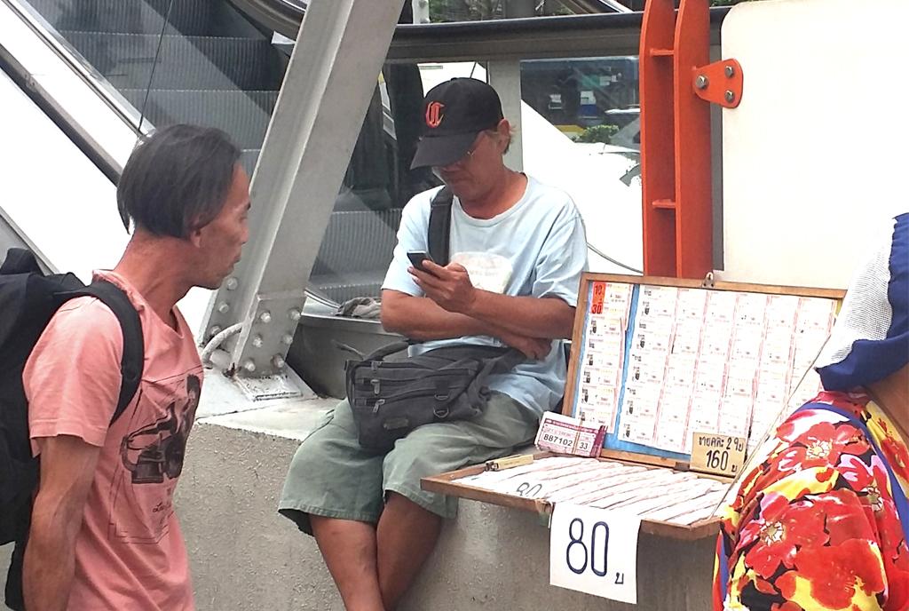街中で売っている宝くじの買い方と抽選方法は? - ワイズデジタル【タイで生活する人のための情報サイト】