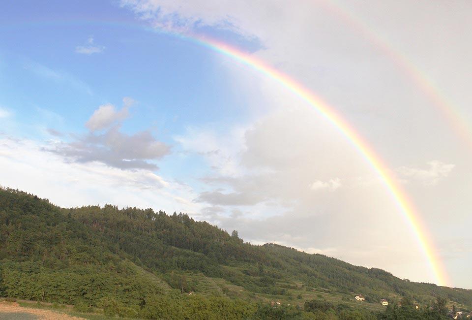 「虹の指さし禁止 本当のねらいは」 - ワイズデジタル【タイで生活する人のための情報サイト】