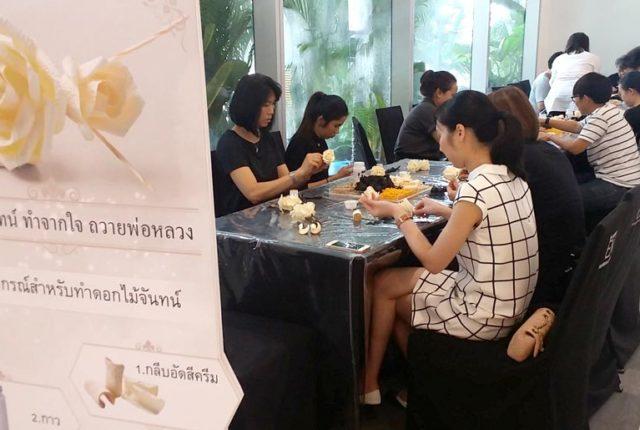 「タイの葬儀で 燃やす「紙花」」 - ワイズデジタル【タイで生活する人のための情報サイト】