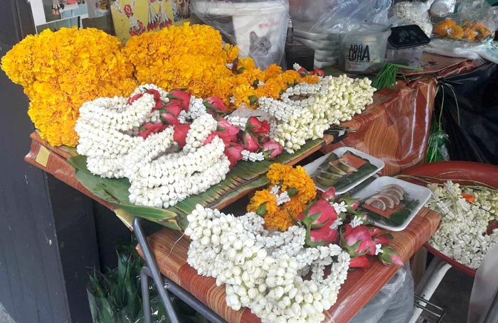 「路上の花輪 使いみちは?」 - ワイズデジタル【タイで生活する人のための情報サイト】
