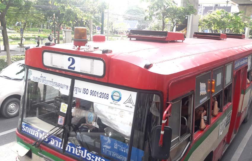 「バスの上の赤色灯 何のため」