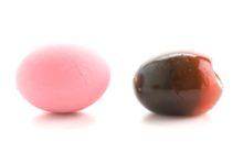 鮮やかなピンクの卵の正体は?