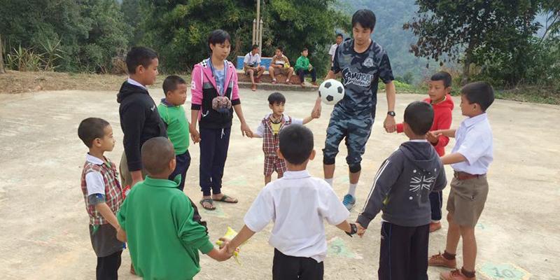 貧しい子どもたちにボールを届ける「Thanksgiving」 の支援活動も実施中