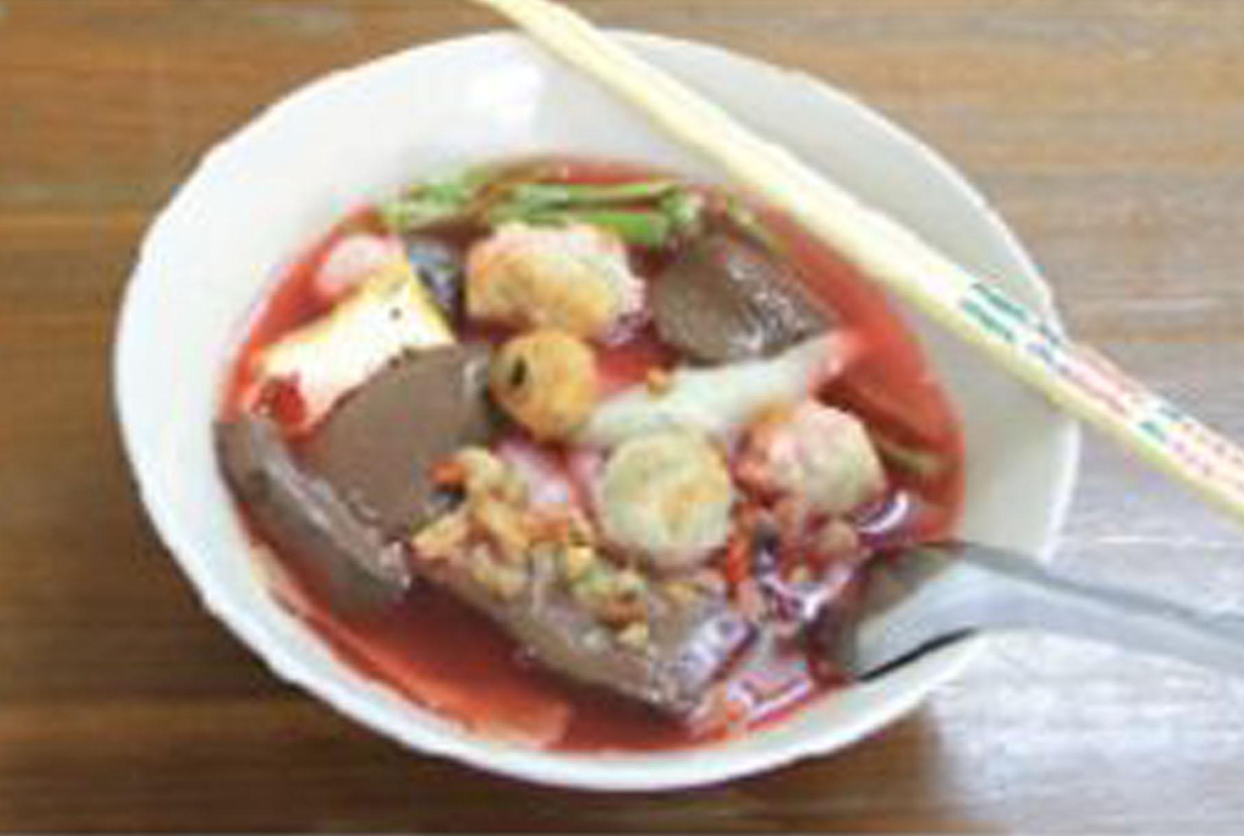 スープがピンク色のヌードルは何? - ワイズデジタル【タイで生活する人のための情報サイト】