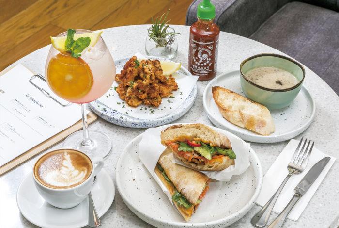 世界各国の料理をアレンジした「ALLDAY BREAKFAST」のアラカルトメニューが多数。「訪れるたびに発見があるように」と、コーヒー豆は定期的に入れ替え。モクテルやカクテル、アルコール類などドリンクも豊富にラインナップ