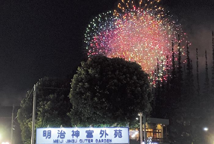花火が咲く夜に想うこと - ワイズデジタル【タイで生活する人のための情報サイト】