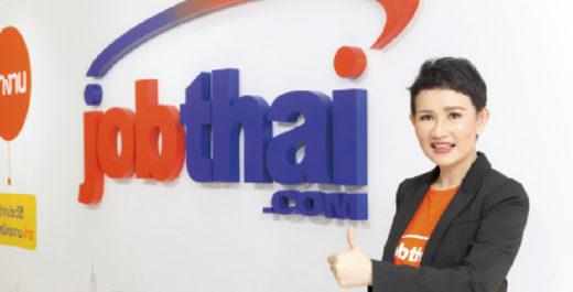 タイで人気のリクルートウェブサイト「JobThai」は、上半期の累計登録者が同期前年比で11%上昇。現在サイト利用者は1000万人以上で、登録者は前年同期より25%増え、90万人となった。  同社によると、2019年上半期で最も求職したのは25〜34歳で全体の58.7%を占めた。業種別ランキングでは「飲食業」がトップ。入国ビザの緩和により、観光スポットなどの飲食店が増えたことが要因とみられる。2位には政府政策の東部経済回廊により「自動車産業」がランクイン。3位以降は「サービス業」、「建築業」、「小売業」と続く。  同社セーンドゥアンCOOは、「求人数は政府の経済政策に大きく関係している。現在の労働者は将来のタイ経済発展の重要な力だ」と話している。  一方、アメリカ系リクルート会社「マンパワーグループ」が行った人材技術の開発研究によると、ITの発展によりデジタル・ロボット化が進んでいるとした。今後はこれらをコントロールできる技術者の存在が欠かせなく近い将来、IT技術者の需要が確実に伸びると予想される。また、今ある企業がITエンジニアを5倍に増やすことで、製造業などの分野で機械化が進み、労働者数は大幅に減ると予測している。  時代によって求められる能力は変化する。これに対応できる人材になることが、生きていく上で重要になっていくだろう。