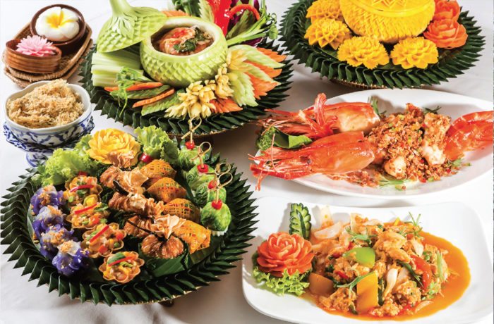 【タイ宮廷スタイル前菜盛り合せ5品 200B/人】食べやすい一口サイズでさまざまな味が楽しめる(左手前)