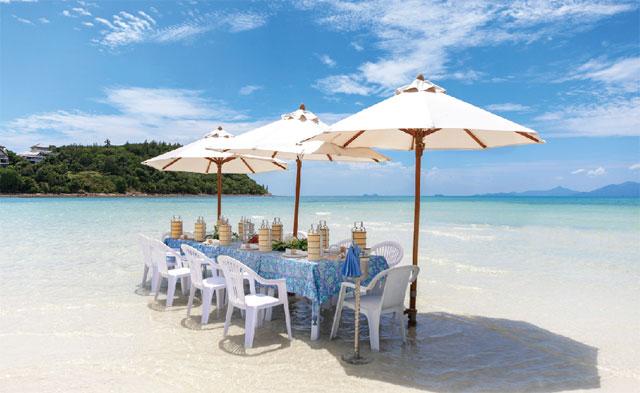 水平線まで見渡せるプライベートビーチでピクニックを楽しむことも