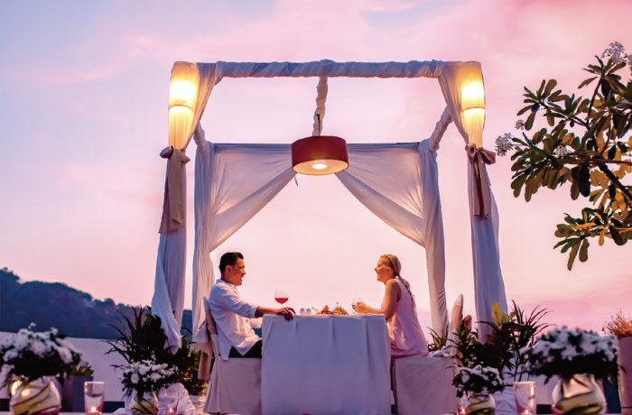 ビーチを眺めながら ロマンティックディナー