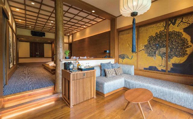 広々したバルコニーからモンジェムの自然を望める「Grand Imperial Onsen Suite」
