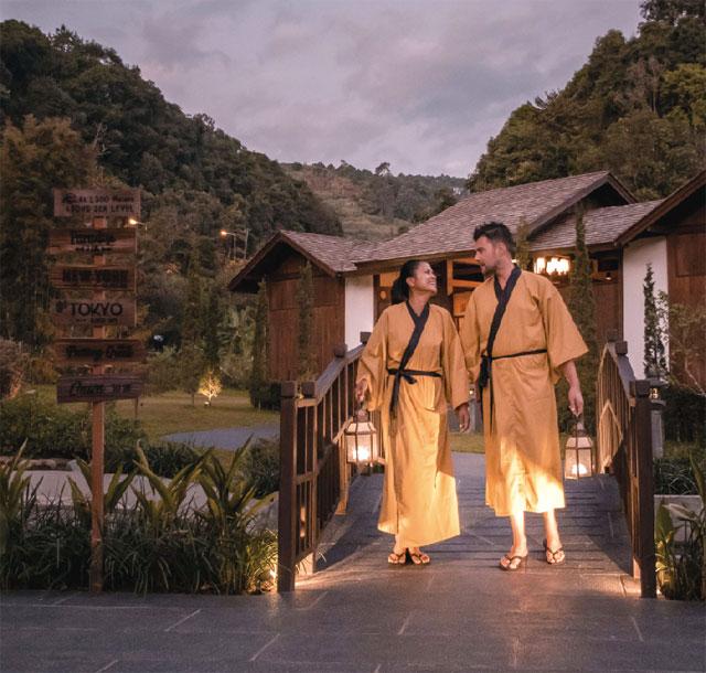 浴衣を着て、下駄で歩けば まさに日本の温泉街!