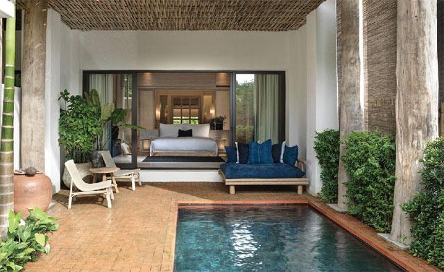 屋内外にリビングスペースがある「Kraam Pool Suites」は100㎡の広々とした空間。子ども連れにおすすめ♪