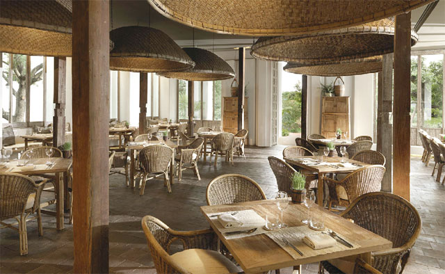 朝から晩まで利用できるダイニングレストランでは、マイルドな味わいが特徴の北タイ料理を提供
