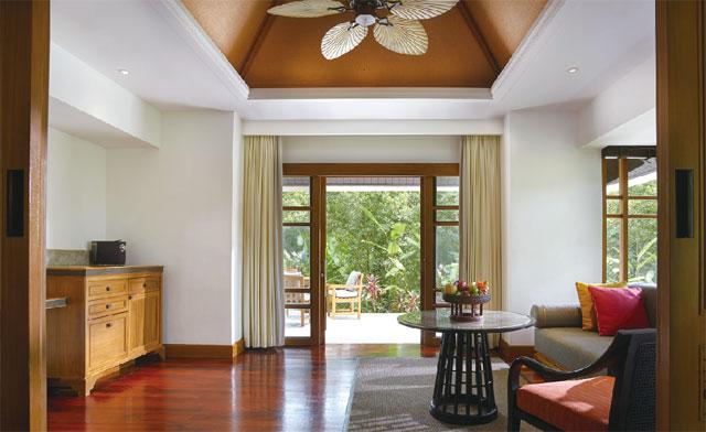 緑に囲まれ、開放的な造りの客室「Grand Deluxe Garden Villa with Plunge Pool」