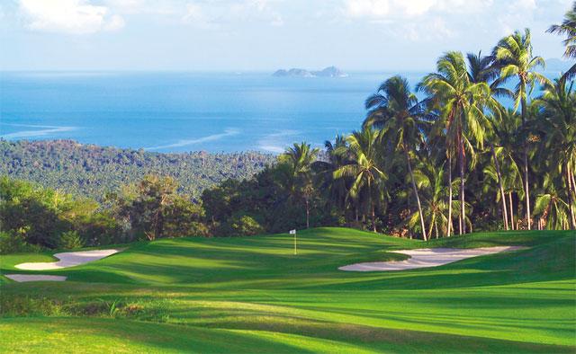ホテルから車で10分の場所に、海を望むゴルフ場を所有。地形に恵まれた「サンティブリ・カントリー・クラブ」でのプレーを愉しみたい