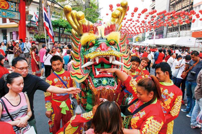 春節祭(中国旧正月) 旧暦で祝う中国の正月。街中では赤い提灯などの装飾が見られ、中華街は特に賑わいます。