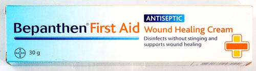 Bepanthen First Aid Wound Healing Cream - ウォーンド・ヒーリング・クリーム - 効能:すり傷・切り傷の消毒 - 用法・用量:患部を清潔にし、患部に塗って使用。1日に数回使用できます - 情報:すり傷、切り傷、軽い火傷に。傷口の感染防止と傷口の治りを促進するプロビタミンB5を配合 - 価格目安:150B前後