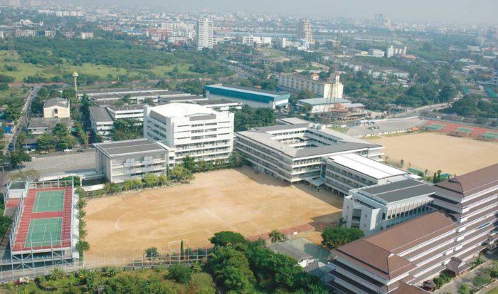日本国内の小中学校と同等の教育を受けられる日本人学校。タイ国内には2校あり、バンコク校は、全校生徒数約3000人にも及びます。