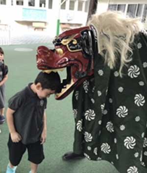 SP幼稚園 (プロンポン〜トンロー) - Seeh Phinong International Kindergarten - 日本人部、インター部の2セクションからなる国際色豊かな環境でありながら、「礼節を持った美しい日本人」を教育理念に掲げています。園では規律ある生活を大切にし、食育や運動、遊びなど五感を刺激する行事・課外活動が盛り込まれています。
