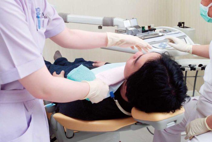 「歯科治療は帰国時に」と言われていた状況も、今は昔。タイの歯科治療技術は高く、審美歯科も充実しています。