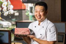 """当店で使用するのは、""""近江牛のふるさと""""とも賞される滋賀県・澤井牧場から独自のルートで輸入したA5ランクの近江姫和牛です。「冷凍は使わない」というポリシーのもと、新鮮な肉を「揉みダレ9、漬けダレ1」で調合し、お客さま口の中で味が完成するように仕上げています。定番の人気メニューの他、希少部位も揃えていますので、ぜひ自慢の逸品をご堪能ください。"""