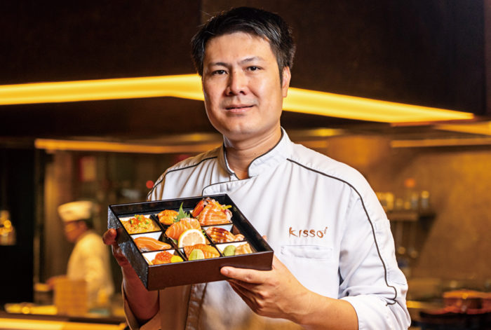 身が厚く滑らかな食感のサーモンを、握りや刺身、照り焼きに塩焼きなど全8種のアレンジで調理。それぞれに趣向を凝らした一品を松花堂弁当に盛りつけ、目と舌でご満足頂ける特選メニューが誕生しました。タイ人はもちろん、日本人の皆さんにも親しまれている当店の看板料理です。