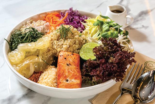 【O'ganic Concept】Organic Quinoa Grilled Salmon Thai Herbs Salad 285 Baht - ワイズデジタル【タイで生活する人のための情報サイト】
