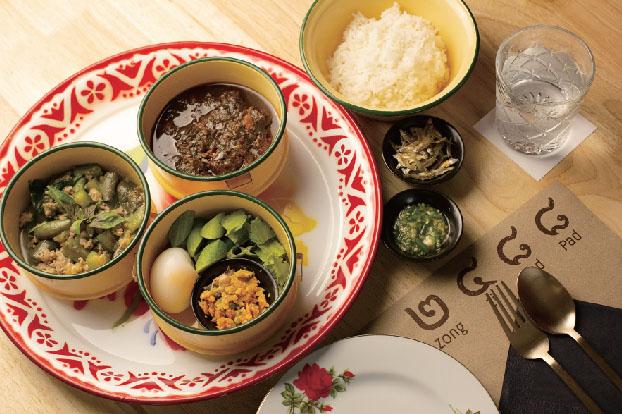 「ムー・チャムアン」をはじめとした3品に温泉玉子、野菜が付いた「チャーン島の郷土料理セット 248B」