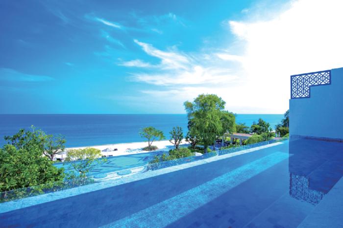 砂浜と透き通った海が広がるインフィニティプール Baba Beach Club Hua Hin ババ・ビーチ・クラブ・ホアヒン