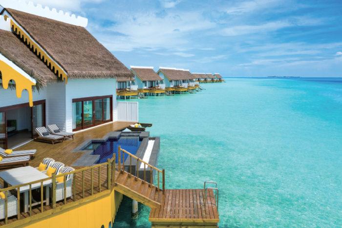「ウォーターコテージ・ヴィラ」には広々としたバルコニー Singha Travel presented SAii Lagoon Maldives サイ・ラグーン・モルディブ