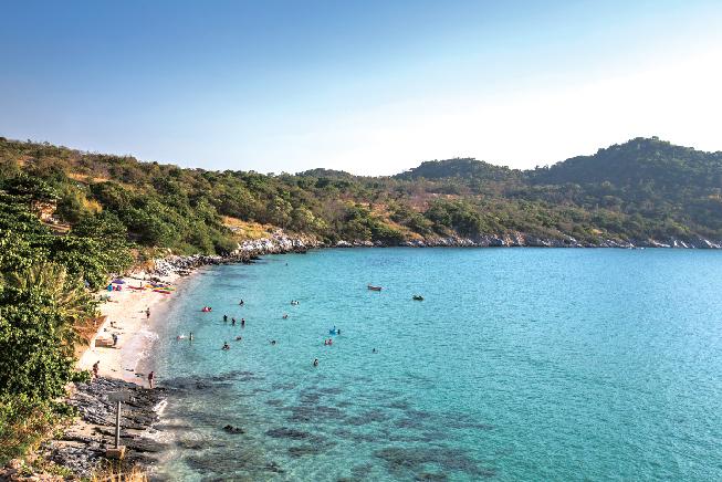 人が少なく、のんびりと過ごせるビーチが魅力♪ Somewhere Koh Sichang サムウェア・コ・シーチャン