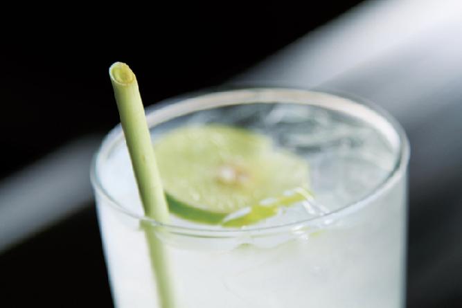 レモングラスのストローを使うなどエコを推奨 The Tongsai Bay Ko Samui Thailand ザ・トンサイ・ベイ コ・サムイ・タイランド