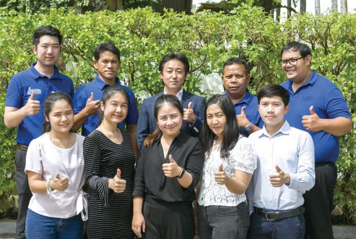 安川MD(後列中央)とドライバー陣、社内スタッフたち