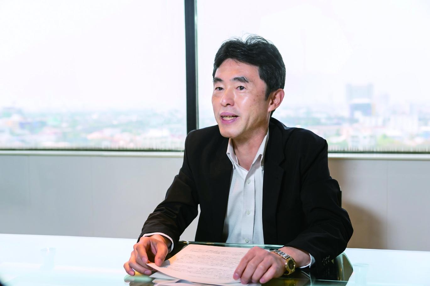 セールス・マーケティング部門の現場を束ねる芦田耕一副社長。「これまでにタイの大手商業施設や商業銀行の方々にも弊社製品をご利用頂いておりますが、まだまだ認知は足りていないと感じています。より多くの方々にもっと知って、使ってもらえるよう、まずは弊社のサービスを周知していきたいです」