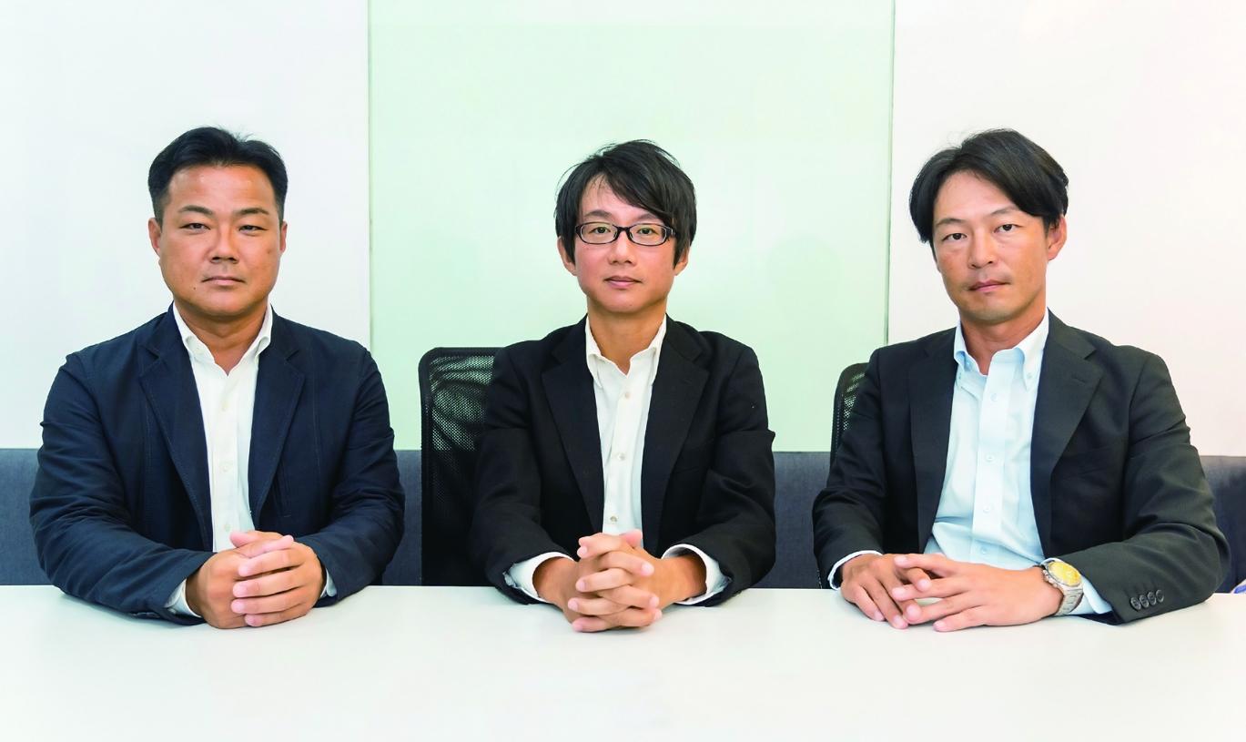 「既存設備を最大限に活用し、費用対効果の高い熱源システムを構築します」と意気込む、(左から)森岡GM、家藤MD、宮村GM