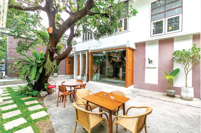 2階建ての一軒家を改装した、ペットフレンドリーなレストラン