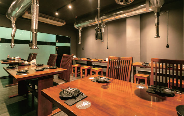 宴会にぴったりな大部屋。ゆとりを持たせた空間で、大人数でもゆったりと寛ぎながら食事と会話を楽しめる
