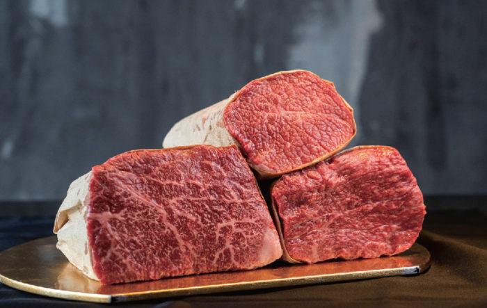 1頭買いでさまざまな部位を仕入れ、「Farm to the table」を実現。中でも、旨みと味わいが詰まった赤身は至極の逸品